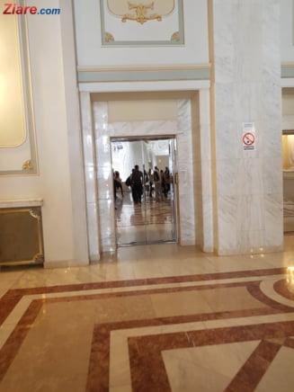 Camera Deputatilor a publicat lista de salarii: Un sofer are 3.700 de lei, un liftier - 2.300 de lei. Cat castiga Dragnea