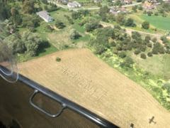 Campania #FaraPenali se vede din avion. Mesajul are 56 de metri si a fost facut din 180 de baloti (Video)
