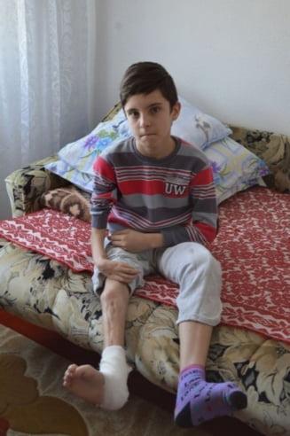 """Campania umanitara """"Pas cu pas pentru Alex"""": """"Vreau da devin medic, sa joc fotbal si sa vorbesc limba engleza"""""""