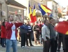 Campeni: Proteste Rosia Montana cu 2.000 de participanti, cu vaci si boi. Autocare oprite