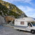 Camping la cort sau cu rulota, dupa 15 mai - cat costa, unde mergi, care sunt variantele