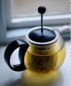 Cancerul, gonit cu ceai de musetel?