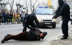 Cand este indreptatit un politist sa controleze corporal o persoana si sa foloseasca forta fizica
