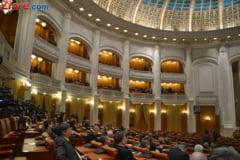Candidatii pentru sefia Curtii de Conturi, audiati marti in Parlament. Cine vrea sa-i ia locul lui Vacaroiu