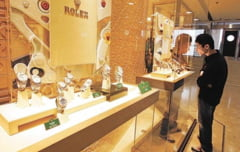 Cannes, victima unui nou jaf: Hotii au spart un magazin de ceasuri de lux