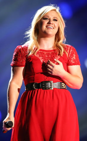 Cantareata Kelly Clarkson si-a anulat nunta