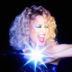 """Cantareata Kylie Minogue a lansat videoclipul piesei """"Say Something"""""""