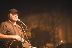 Cantaretul Victor Socaciu este in stare grava la spital, diagnosticat cu COVID-19, dupa ce a participat la un festival organizat de el
