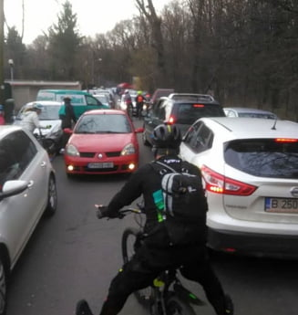 Capitala promisiunilor: Piste de biciclete la preturi de autostrazi, solutii temporare, capcane in trafic