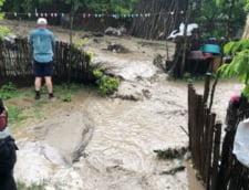 Capitala si alte zeci de localitati, afectate de ploaie: Inundatii, viituri si avarii grave