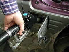 Carburanti mai scumpi la Petrom si Rompetrol (Video)