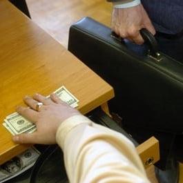 Care e cel mai spectaculos scandal de coruptie al lui 2011? - sondaj Ziare.com