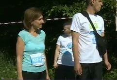 Carmen Iohannis alearga la maraton la Sibiu. Presedintele a venit, pe bicicleta, sa o sustina