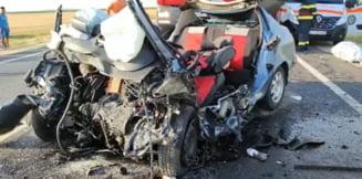 Carnagiu în Olt: trei persoane au murit după ciocnirea frontală dintre un autoturism și un TIR. Printre victime, un adolescent de 16 ani