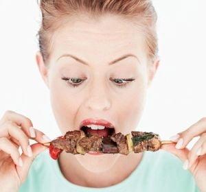 Carnea rosie, in stransa legatura cu cancerul de stomac si esofag
