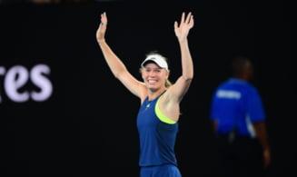 Caroline Wozniacki i-a cerut scuze Simonei Halep dupa finala de la Australian Open: Imi pare rau ca ai pierdut (Video)