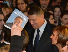 """Cartea """"Pas cu pas"""" a lui Klaus Iohannis, tradusa si in Bulgaria"""