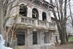 Casa Damboviteana, conacul boieresc care asteapta sa-si duca povestea mai departe