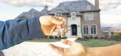 Casa de 2,3 milioane de lei scoasa la licitatie de banca. Locuinta are demisol, parter, etaj si mansarda