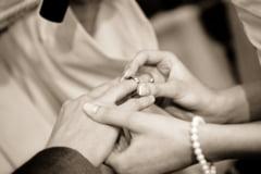 """Casatoria are """"rol protector"""" pentru sanatatea inimii (Studiu)"""