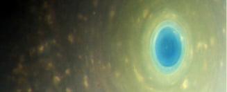 Cassini a trimis poze din ultima sa misiune: Inelele lui Saturn si Terra cat un punct (Video & Galerie foto)