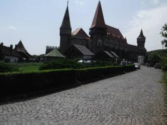Castelul Corvinilor, coperta ghidului de calatorie Lonely Planet pentru Romania si Bulgaria