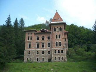 Castelul abandonat din Apuseni, cumparat de Hilton. Istoria de peste 80 de ani a constructiei uriase de la Zlatna FOTO VIDEO