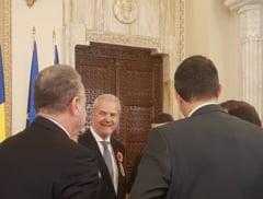 Cat a recuperat statul de la coruptii lasati fara decoratii de Iohannis: Printre ei - Nastase, Voiculescu sau Mitrea