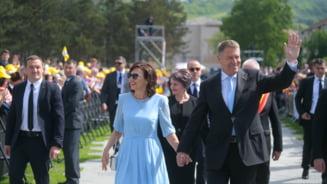Cat castiga Iohannis si sotia, din salarii si chirii - cea mai recenta declaratie de avere