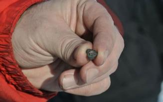 Cat costa pe Internet bucati din meteoritul cazut in Rusia