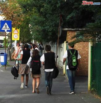 "Cat costa sa fii elev la o scoala ""gratuita"" din Romania"