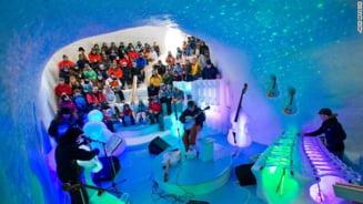 Cat de dulce este muzica cantata in igloo, la instrumente din gheata (Video)