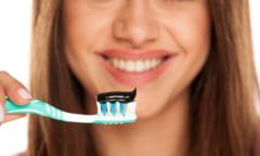 Cat de eficiente si sigure sunt pastele de dinti pe baza de carbune activ