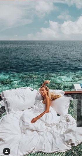 Cat te costa sa dormi pe apa. Ai avea curajul? (Galerie foto)