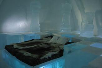 Cat te costa sa stai la hotelul de gheata de la 200 km de Polul Nord (Galerie foto)
