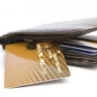 Cat te costa un card de credit?