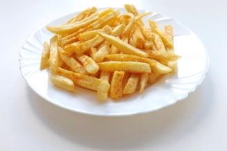 Cata sare contin cartofii prajiti. De ce sunt nesanatosi si ce probleme de sanatate pot aparea din cauza lor