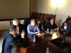 Catalin Predoiu si Monica Macovei, la Alba Iulia. Intalnire cu primarii si liderii PDL din judet