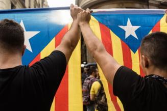 Catalonia e in greva: Manifestantii isi exprima in strada revolta fata de violenta politiei spaniole (Video)