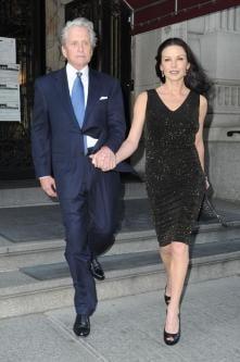 Catherine Zeta-Jones l-a prins pe Michael Douglas purtandu-i lenjeria intima