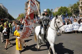 Catolicii francezi au protestat fata de politicile sociale ale lui Hollande
