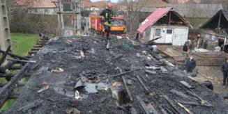 Cauza incendiului de astazi dimineata din Sumuleu Ciuc: scurtcircuit electric produs de conductori electrici improvizati