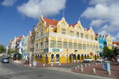 Caz revoltător în Curacao. Mai mulți minori au fost puși să se dezbrace în prezența polițiștilor și a profesorilor pentru a fi verificați dacă nu dețin droguri