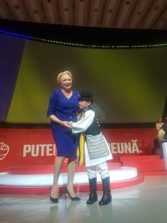 Ce a fost la Congresul PSD, dincolo de imbratisari si scene de putere, si care e pretul lui Dancila - Reportaj