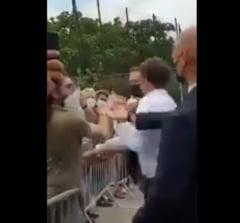 Ce a strigat agresorul presedintelui Macron inainte sa-l palmuiasca. Amenintarile au aparut inca din 2018 VIDEO