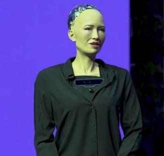 Ce are de spus Sophia, primul robot cetatean al unei tari, despre gen si constiinta. Sa ne temem ca robotii ar putea deveni autonomi?