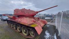 Ce arme au predat cehii politiei. Un tanc roz si un tun de artilerie au fost aduse de detinatorii ilegali, fara a fi sanctionati