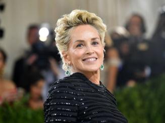 Ce bine arată Sharon Stone în costum de baie la 63 de ani! Basic Instinct se relansează cu scene noi de sex