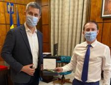 Ce cadou a primit seful Executivului de la colegii din coalitie