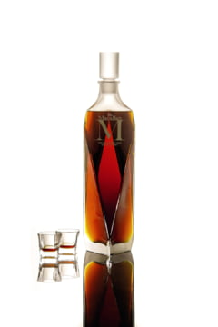 Ce confisca statul in dosarul Popoviciu: O sticla cu palinca si una de whisky, un pix si o agenda din 2009
